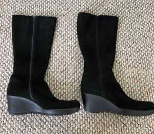 """NEW La Canadienne Women's Black Waterproof Suede Wedge Platform Below Knee Boot Size 11. Never worn.About 8"""" opening at top. for Sale in Washington, DC"""