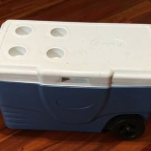 Coleman Cooler With Wheels for Sale in Marysville, WA