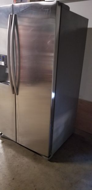 Samsung stainless steel side by side refrigerator EXCELLENT condition for Sale in Ontario, CA