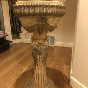 Beautiful pedestal. Price is firm. for Sale in Redmond, WA