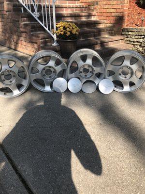 """15"""" Ford Mustang rims set of 4 EUC for Sale in Green Bay, WI"""