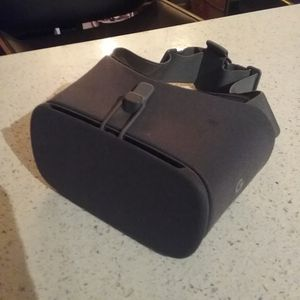 Google Daydream VR Headset for Sale in Long Beach, CA
