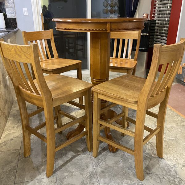 Light Wood Breakfast Table With 4 Stools