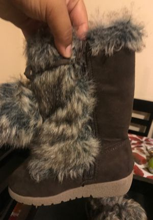 Old navy toddler girl furry boots size 9 for Sale in San Diego, CA