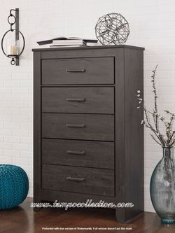 Ashley Furniture 5 Drawer Chest for Sale in Huntington Beach,  CA