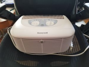Honeywell HEPA Clean Compact Ionizer Air Purifier for Sale in Wheeling, IL