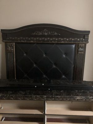 5 piece queen size set can have mattress if you want but it is old for Sale in Dublin, GA