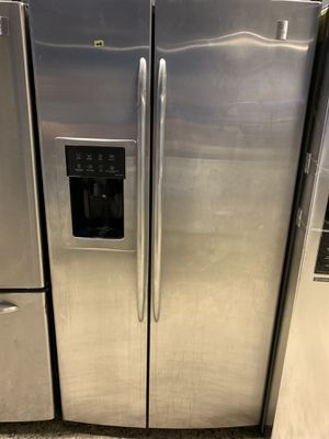 36by69 GE PROFILE SIDE BY SIDE STAINLESS STEEL WITH WARRANTY for Sale in Lake Ridge, VA