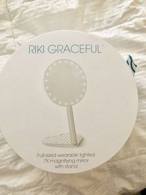 Riki Graceful Mirror new! Makeup vanity mirror for Sale in Clackamas, OR