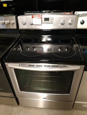 MAYTAG STAINLESS STEEL CONVECTION OVEN ELECTRIC STOVE IN GREAT CONDITION $299.00 for Sale in Halethorpe, MD