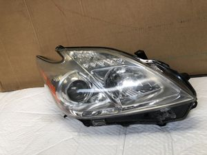 2010 2015 TOYOTA PRIUS PASSENGER SIDE HEADLIGHT for Sale in Los Angeles, CA