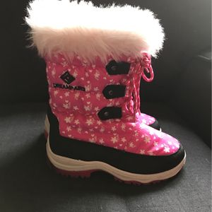 Kids Snow Boots *NEW* Size 1 for Sale in Lehighton, PA