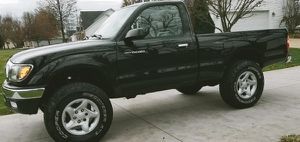 TOYOTA TACOMA 2001 CLEAN TITLE AND CARFAX for Sale in Medina, WA
