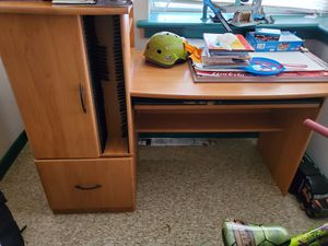 Very nice desk Moving SALE for Sale in North Brunswick Township, NJ