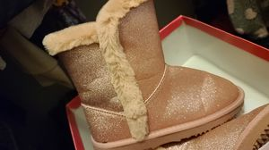 Youth glitter cozy boots for Sale in YSLETA SUR, TX