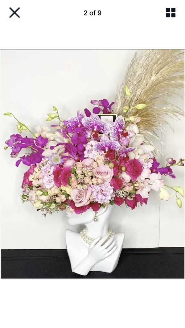 White Ceramic Half Round Face With Hand Flower Vase Simple Decorative Flower Pot