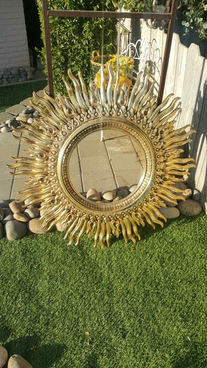 BIG GOLD HOME DECORE FRAME for Sale in Oakdale, CA