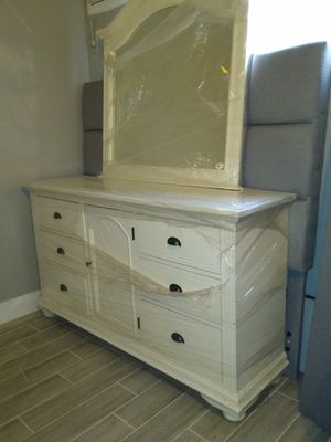 White Dresser and mirror farm style for Sale in Phoenix, AZ