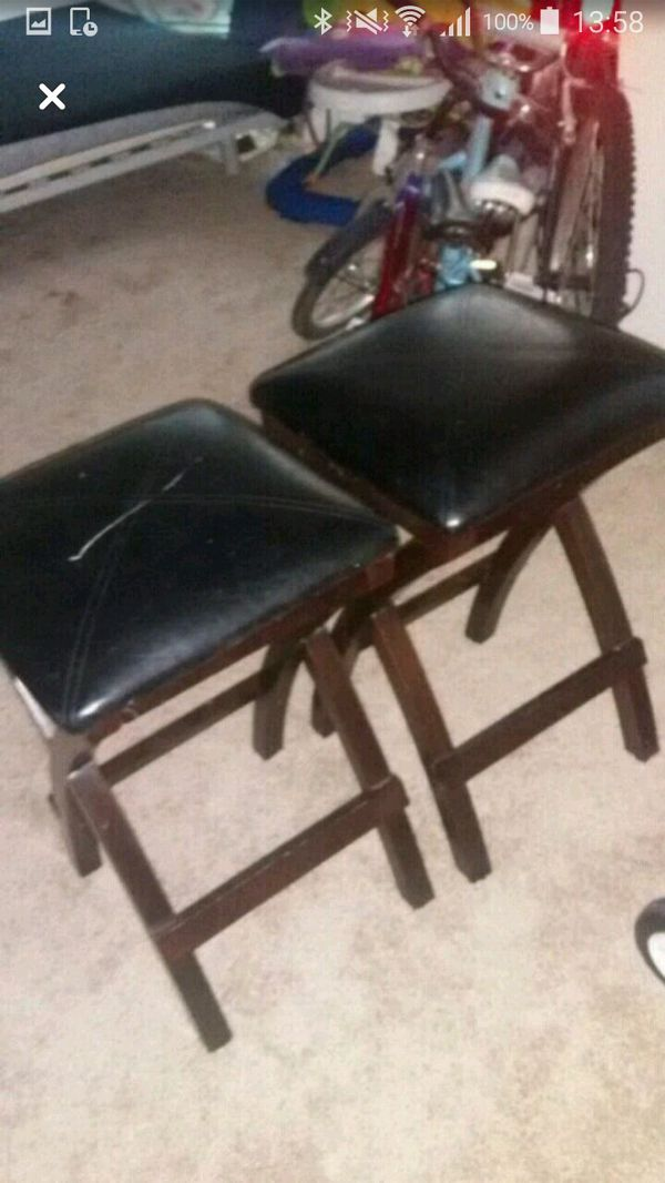 2 Bar Stools 10$ for Both