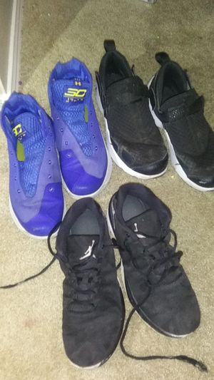 Two pairs of Jordans one pair of curry 3's for Sale in Phoenix, AZ