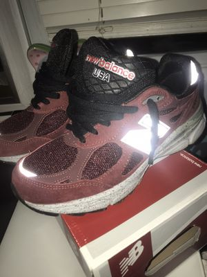 New Balance 990 Size 7 US Burgundy/Black for Sale in Silver Spring, MD