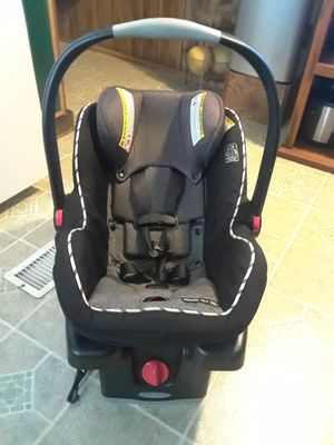 Infant Graco car seat with base in good condition, 35. for Sale in Princeton, TX