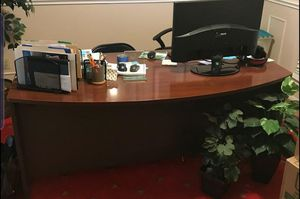 Beautifull office desk no scratches only desk No Drawers for Sale in Humble, TX