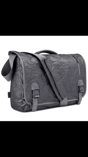 """Incase alloy messenger bag for up to 15"""" MacBook Pro for Sale in Riverwoods, IL"""