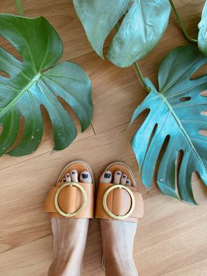 Leather mule flat sandals, size 7 for Sale in Miami, FL