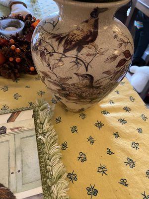 Colonial Williamsburg Wildlife Ceramic Vase for Sale in Suffolk, VA