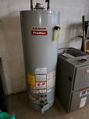 Hot water heater Gas excellent condition for Sale in Bethesda, MD