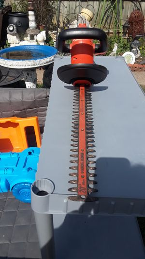"""16"""" blade Electric hedge trimmer black decker for Sale in Lexington, KY"""