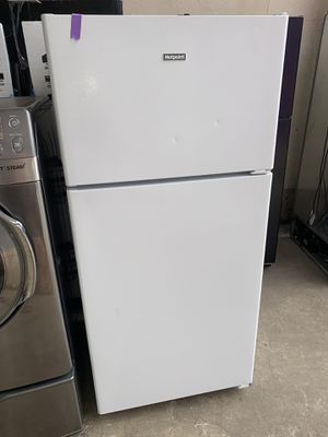 HOTPOINT top freezer refrigerator in excellent conditions with 4 months warranty for Sale in Baltimore, MD