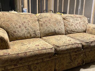 Free Couch for Sale in New Kensington,  PA