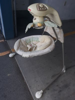 Fisher price papasan cradle swing for Sale in Wenatchee, WA