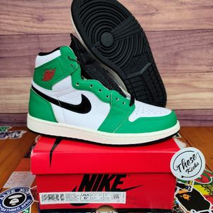 Jordan 1 LUCKY GREEN Size 6.5 Womens/ Mens 5 for Sale in Tinley Park, IL