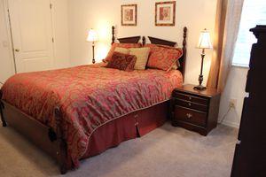 Bedroom set (Queen size bed) for Sale in Lutz, FL