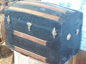 Old camel back trunk for Sale in Bowling Green, MO