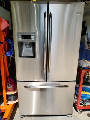 GE PROFILE FRENCH DOOR REFRIGERATOR FOR PARTS for Sale in Coral Springs, FL