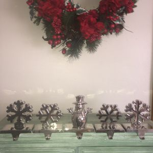 "4 snowflake and 1 snowman heavy silver Christmas stocking holders 6""x5"" for Sale in Saint Albans, WV"