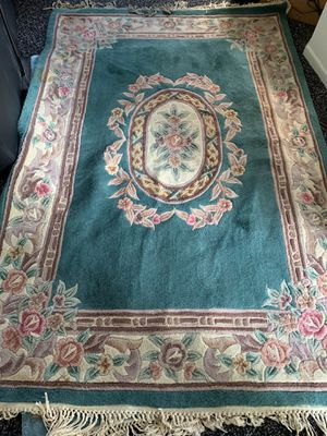 5' x7' sculpted thick oriental rug. for Sale in Columbia, MO