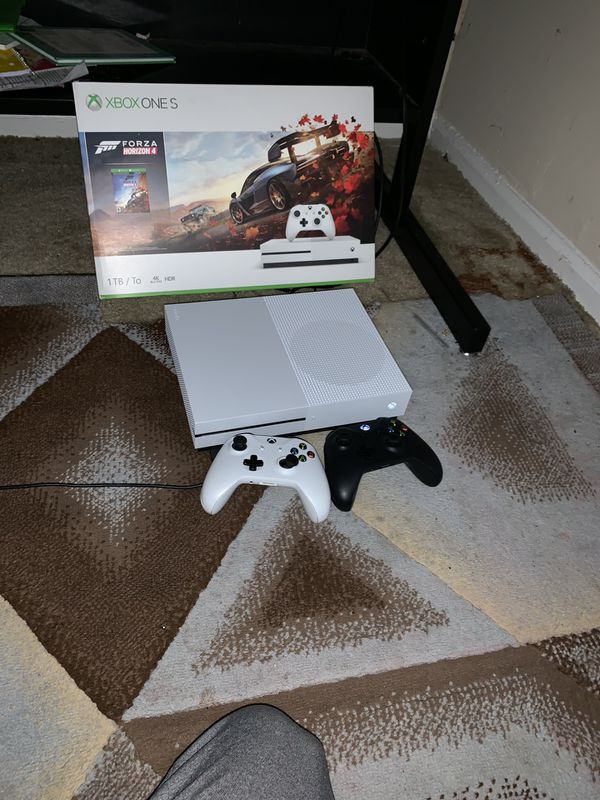Xbox one s 1tb want to trade with someone that have a ps4 1tb my xoxo is new I got it off amazon about 3 weeks ago and I'm not just a Xbox person