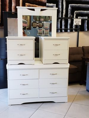 4 pcs white dressers for Sale in Las Vegas, NV