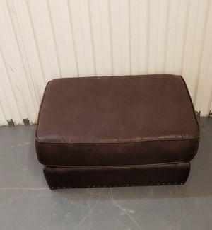 Brown small leather ottoman / ottoman cafe de cuero for Sale in Azalea Park, FL