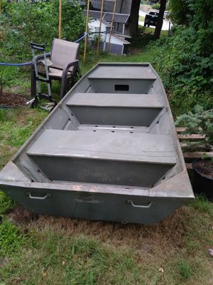 12ft Starcraft john boat with working motor for Sale in Warwick, RI