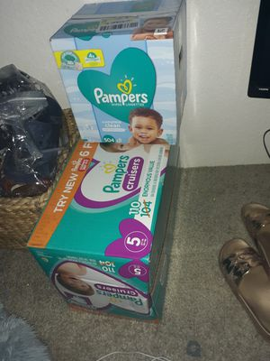 Pampers diapers cruisers size 5 for Sale in Mesa, AZ