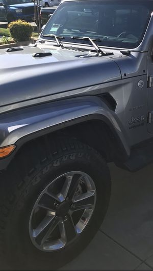 2020 Jeep Sahara wheels and tires for Sale in Rancho Cucamonga, CA