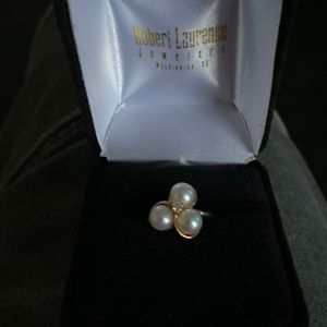 14K GOLD PEARL RING WITH 3 CULTURED PEARLS AND ONE ROUND DIAMOND for Sale in Washington, DC