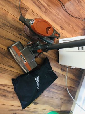 Shark Rocket Ultra-Light Corded Bagless Vacuum for Carpet and Hard Floor Cleaning with Swivel Steering a for Sale in Orion charter Township, MI