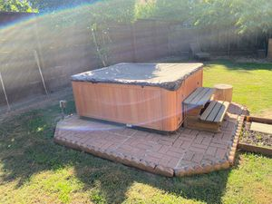 Hot tub! Still works! for Sale in Turlock, CA